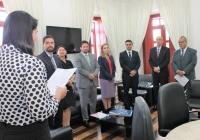 Magistrados atentos à leitura do Termo de Posse e Exercício do novo membro da Turma Recursal de Caxias. (Foto: Josy Lord).