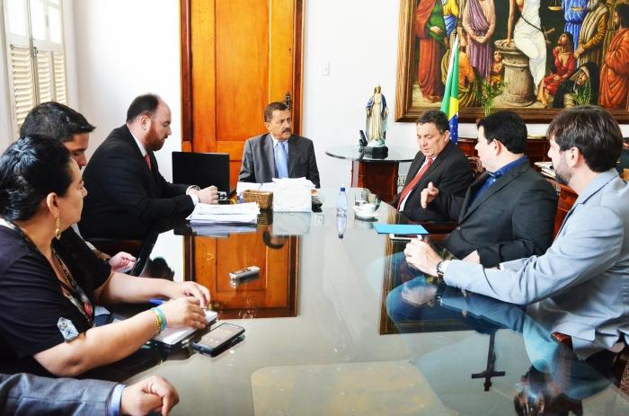 Na reunião, foi discutida a cobrança de 5% do Imposto Sobre Serviços (ISS) aos cartórios em Balsas (Foto: Ribamar Pinheiro)