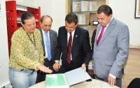 Desembargadores visitam a Biblioteca do TJMA e equipe apresenta principais obras do acervo.