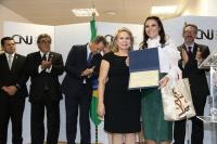 Juíza recebeu premiação no CNJ (Foto: Agência CNJ)