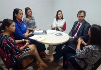 Juízes Jaqueline Caracas e Alexandre Abreu durante reunião no Viva Cidadão nesta quinta (8).