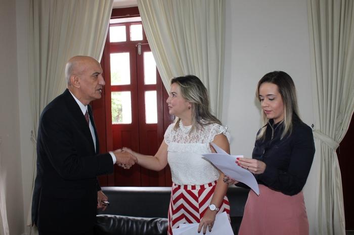 Corregedor entregou Portaria Conjunta às representantes do Município