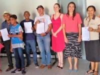 Magistrada Cáthia Portela entrega alvarás para entidades selecionadas no Edital de Projetos Sociais.
