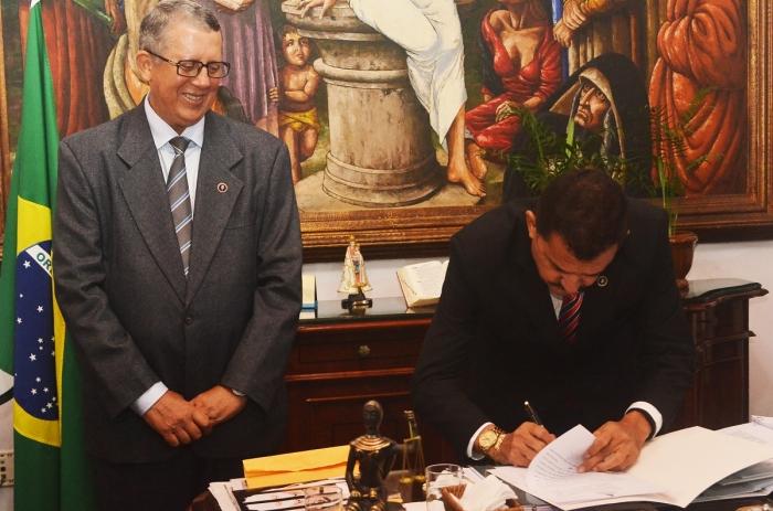 Juiz Hélio Filho é titularizado na 1ª Vara de Interdição, Sucessão e Alvará pelo presidente do TJMA. Foto: Ribamar Pinheiro/ TJMA