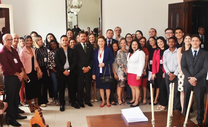 Servidores treinados receberam homenagem do presidente do TJMA, desembargador José Joaquim Figueiredo (Foto: Ribamar Pinheiro)