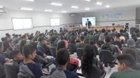 Juiz Marcelo Farias realizou palestra para estudantes no auditório do fórum local. (Foto: José Fernando).
