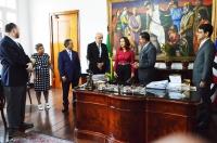 A cerimônia de posse ocorreu no Gabinete da Presidência.