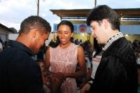 Juiz Raniel Barbosa Nunes (Tuntum) une casal durante cerimônia.
