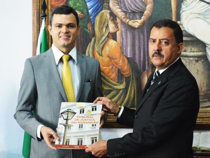 A cerimônia de posse ocorreu no Gabinete da Presidência