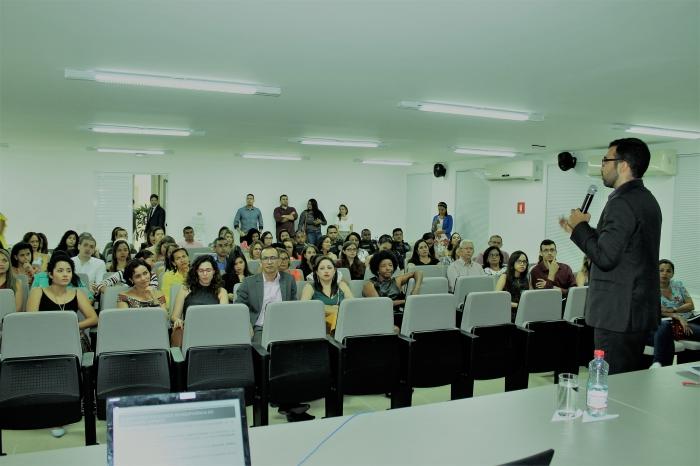 O comissário de Justiça Magdiel Pacheco Santos - um dos autores - proferiu palestra sobre o resgate da dignidade do ser feminino