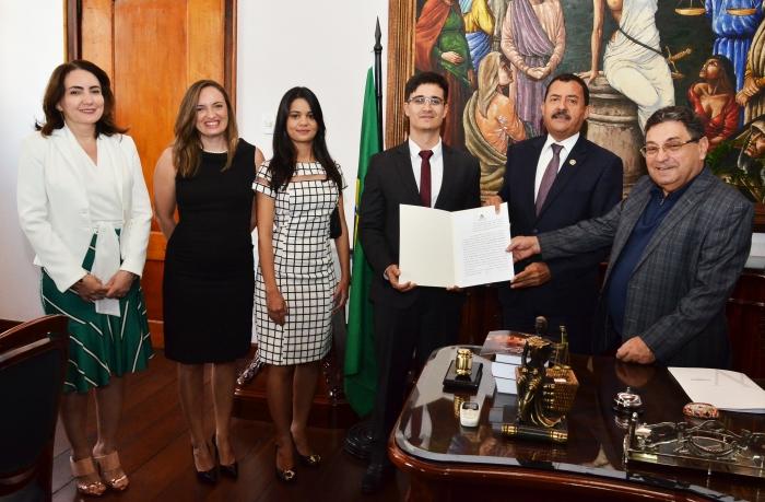 A posse ocorreu na Gabinete da Presidência do TJMA (Foto: Ribamar Pinheiro)