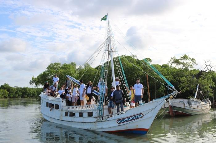 Na última edição, magistrado e servidores levaram serviços de cidadania à Ilha de Guajerutiua (Foto: Márcio Rodrigo)