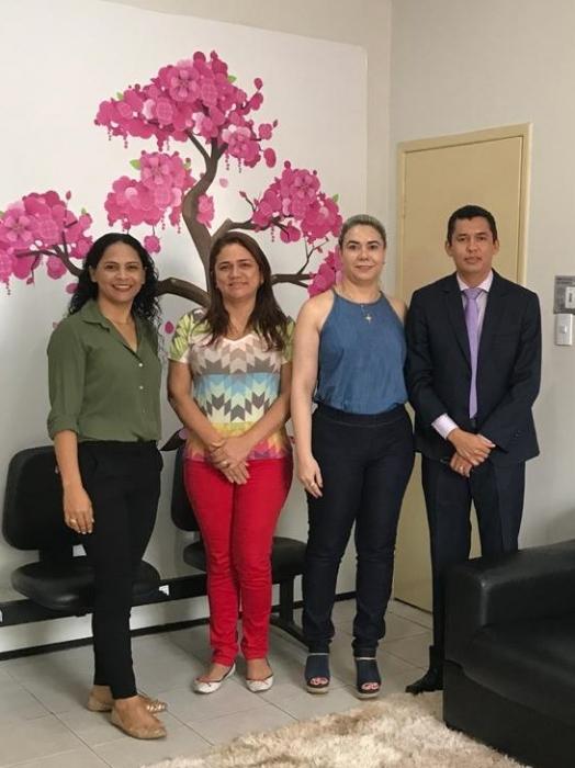 Servidoras do FERJ, Celerita Dinorah Soares (diretora), Maria Izionete e Mara Rubia (assessoras) e o juiz Carlos Alberto Brito (divulgação)