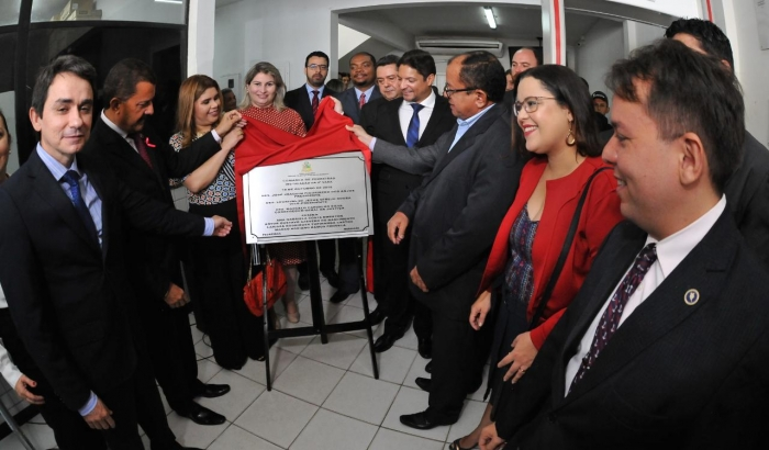 O presidente do TJMA, desembargador Joaquim Figueiredo e magistrados descerraram a placa (Foto: Ribamar Pinheiro)