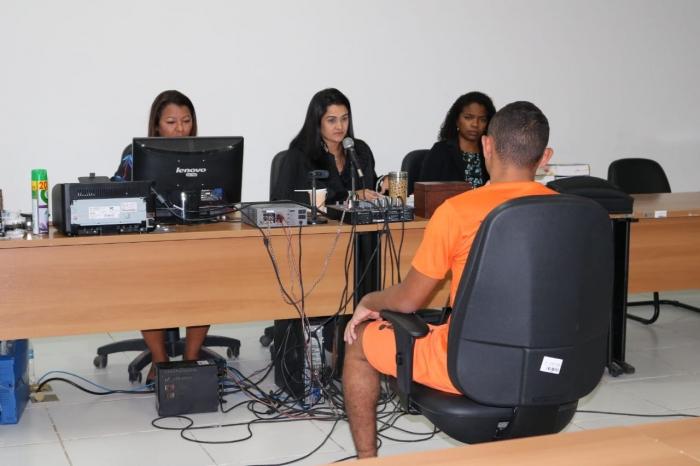 A juíza Karine Reis, titular da 1ª Vara de Rosário, presidiu o júri que se estendeu até às 22h desta quinta-feira (8).