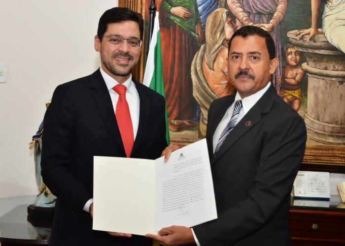 A solenidade de posse ocorreu no Gabinete da Presidência (Foto: Ribamar Pinheiro)