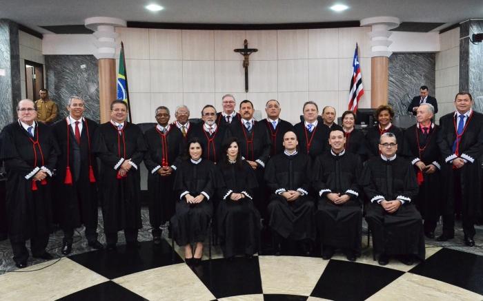 Desembargadores recebem novos cinco juízes no TJMA. Fotos: Ribamar Pinheiro/ TJMA