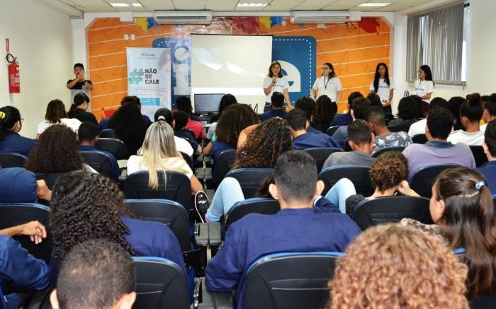 Equipe da CEMULHER promove atividade com 80 estudantes do IEMA da Vila Embratel. Foto: Ribamar Pinheiro/ Asscom TJMA