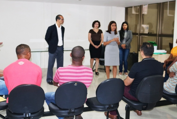 Juíza Rosária de Fátima coordena o trabalho do Grupo Reflexivo (Foto: Josy Lord)
