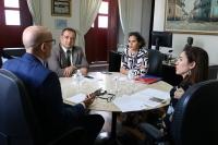 Corregedor reuniu-se com promotor de Justiça e assessora do MP (Foto: Josy Lord)