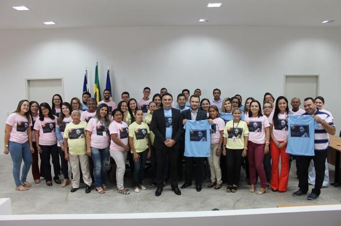 Servidores e magistrados de Caxias durante apresentação da campanha