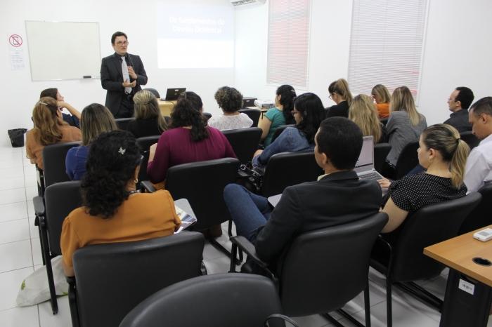Professor-doutor Márcio Aleandro Teixeira abriu as atividades dos curso