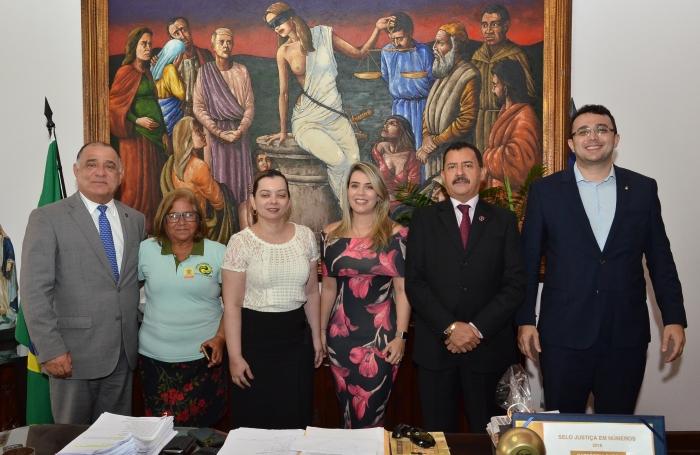 A renovação do Termo de Cooperação foi realizada no Gabinete da Presidência. Foto: Ribamar Pinheiro/ Asscom TJMA