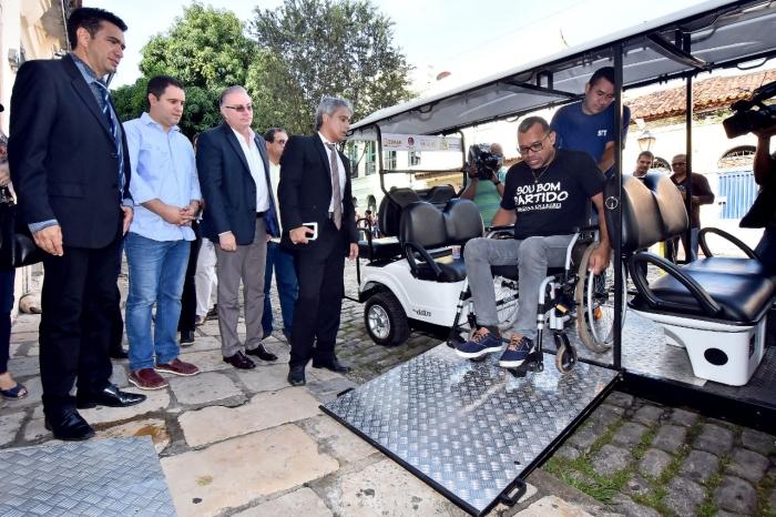 Juiz Douglas de Melo Martins participou da solenidade de entrega dos carrinhos, oriundos de Acordo Judicial. (Imagem: A. Baêta / O Estado).