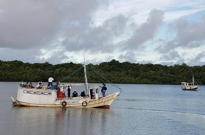 Equipe do projeto chegando à Ilha de São Lucas