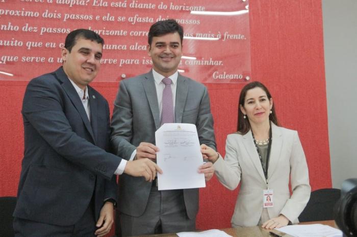 A magistrada representou o corregedor-geral na solenidade de assinatura do Termo de Cooperação Fundiária.