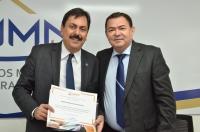 Juiz Jayme de Oliveira recebe certificado da ESMAM - Foto: Ribamar Pinheiro