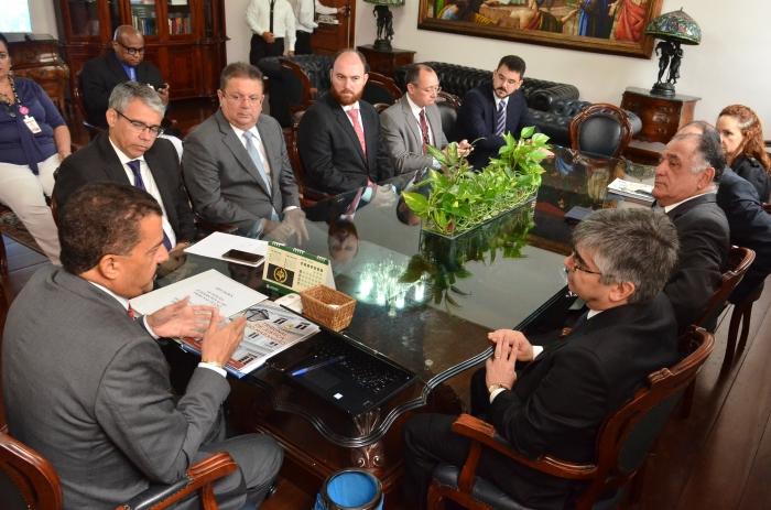 A reunião aconteceu no Gabinete da Presidência do TJMA (Foto: Ribamar Pinheiro)