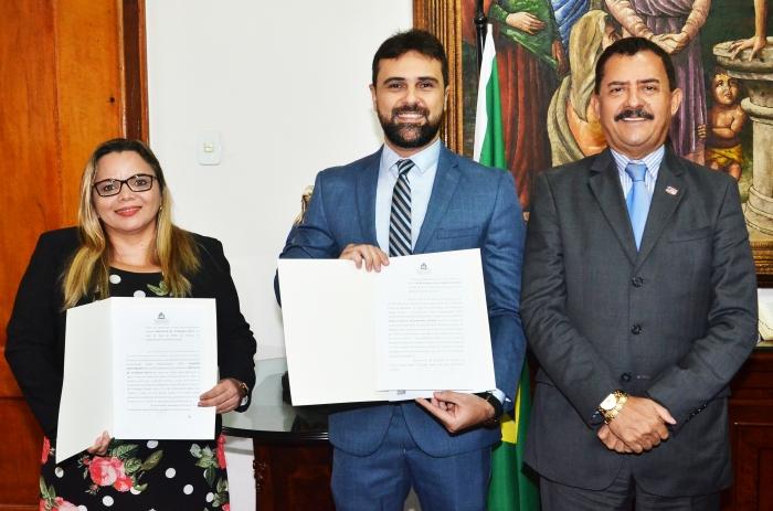A posse ocorreu no gabinete da Presidência (Foto: Ribamar Pinheiro)