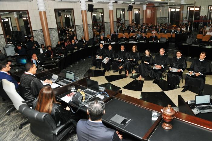 O desembargador Joaquim Figueiredo disse aos juizes que, no exercício da magistratura, abracem a causa da Justiça (Foto: Ribamar Pinheiro)