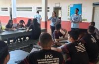 JUÍZA CLÉCIA MONTEIRO E SERVIDORES FALANDO SOBRE A CAMPANHA EM ESCOLAS DE AÇAILÂNDIA