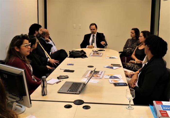 Juiz Alexandre Abreu e representantes da Seguradora Líder na reunião no Fórum. Foto: Asscom CGJ-MA