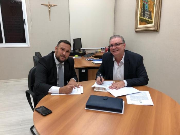 O acordo foi assinado por Simão Dolezel Aznar (IURJ) e o desembargador Froz Sobrinho