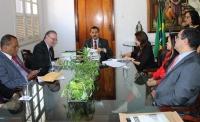 Convênio foi assinado pelos desembargadores Joaquim Figueiredo e Froz Sobrinho, e a reitora da UFMA, Nair Portela (Foto: Orquídea Santos)