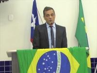 Juiz José Francisco Fernandes discursa da tribuna do parlamento municipal de Balsas, em agradecimento à honraria.