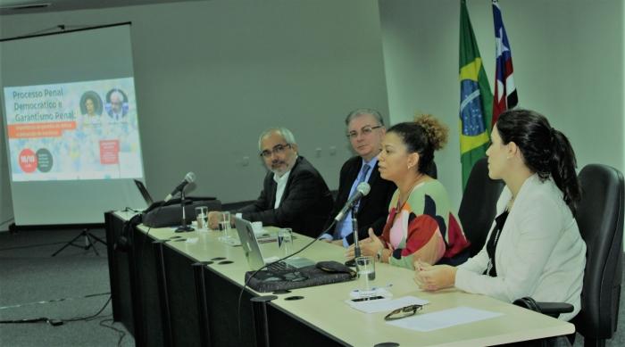 Geraldo Prado e Lívia Casseres ministraram palestra no Fórum de São Luís
