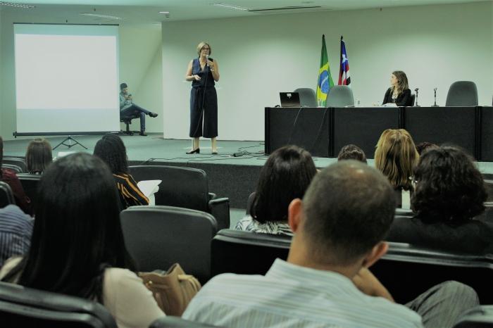 Psicólogos e assistentes sociais participam de oficinas sobre perícias técnicas em casos de alienação parental e abuso sexual infantil