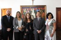 Desembargador Joaquim Figueiredo recebeu as representantes do Programa Justiça Presente em seu gabinete (Foto: Orquídea Santos)
