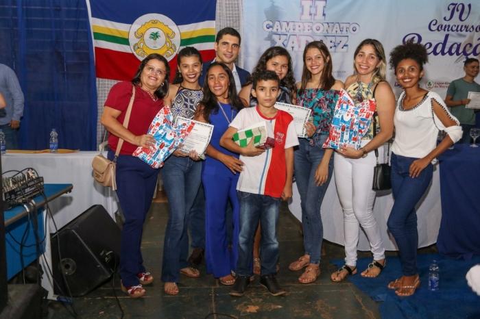 Estudantes premiados nos concursos de redação e xadrez