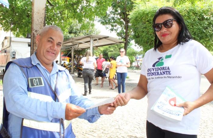Equipe da Ouvidoria distribuiu panfletos sobre evento em Caxias