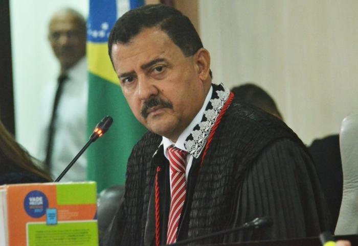 O desembargador Joaquim Figueiredo desejou o pleno restabelecimento do presidente do TJAP (Foto: Ribamar Pinheiro)