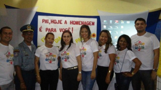 A juíza Raquel Teles, servidores da Vara e parceiros no evento