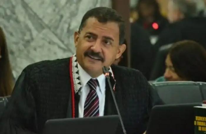 O desembargador Joaquim Figueiredo prestou uma homenagem especial aos profissionais de jornalismo que atuam no Poder Judiciário